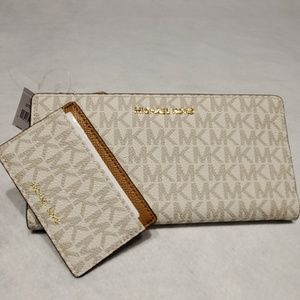 MICHAEL KORS LARGE CARD CASE CARRYALL